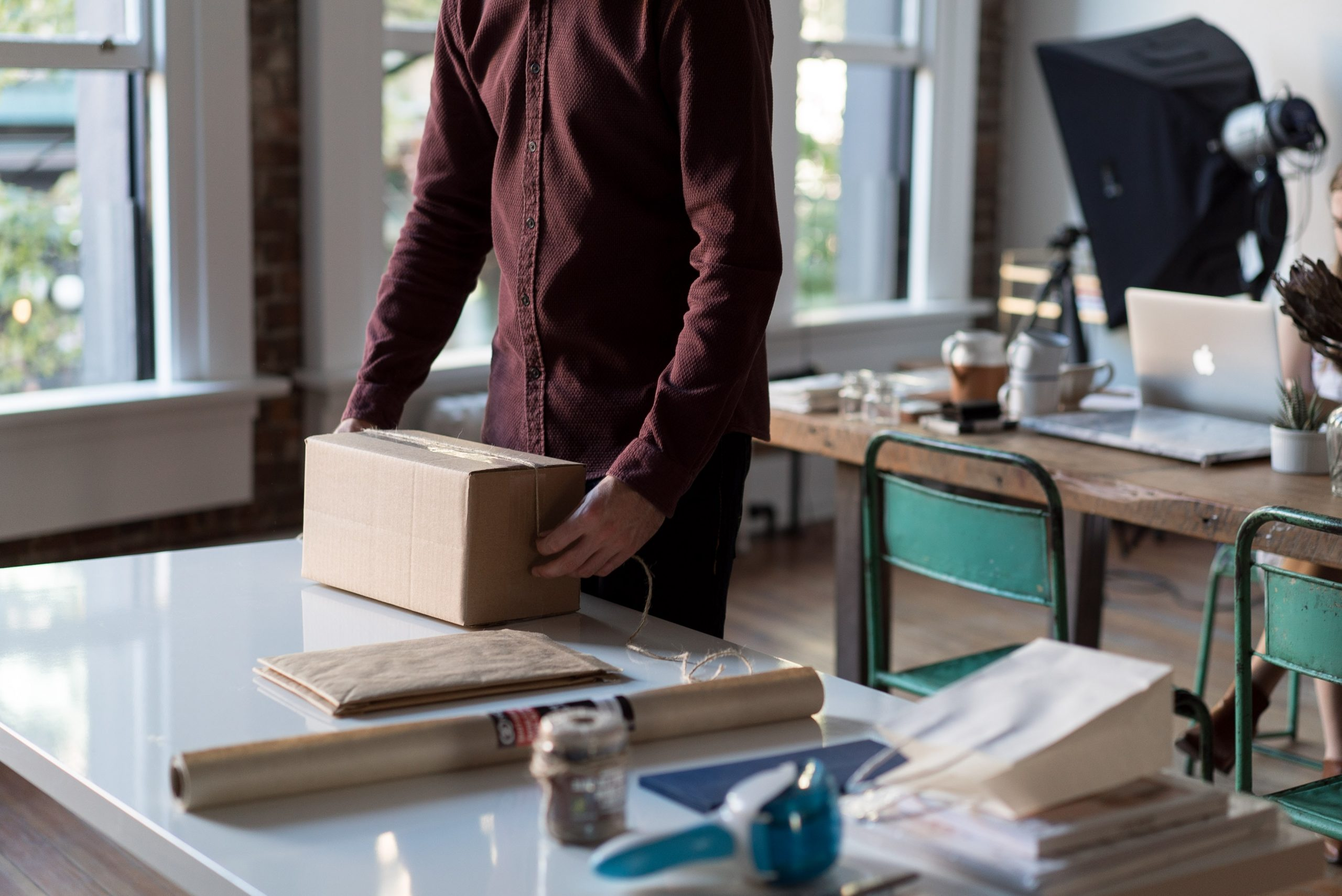 Differences between Courier and Postal services